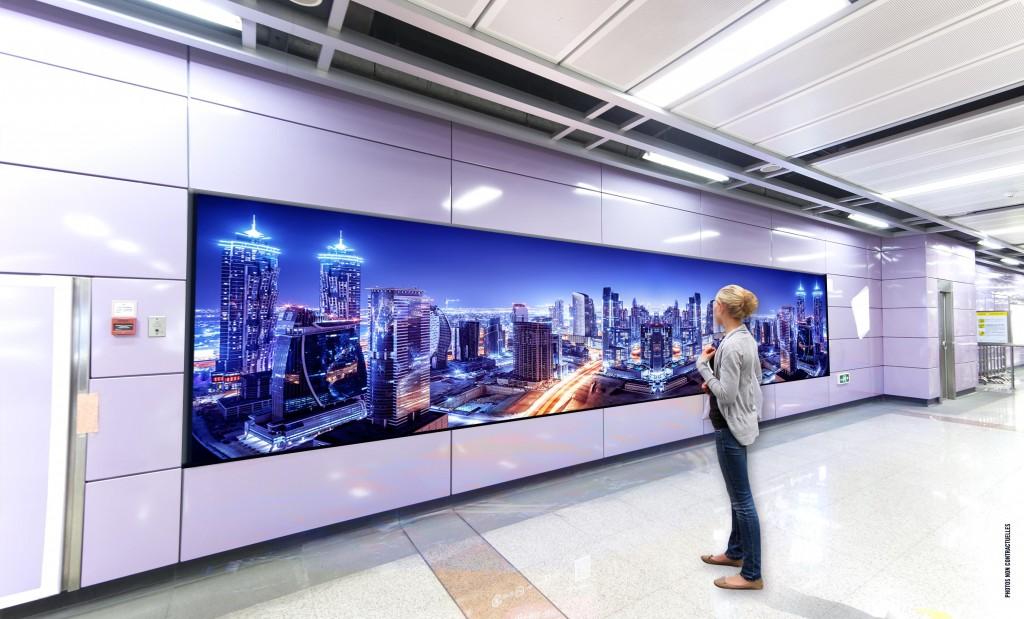 écran géant design pour gare ou aéroport