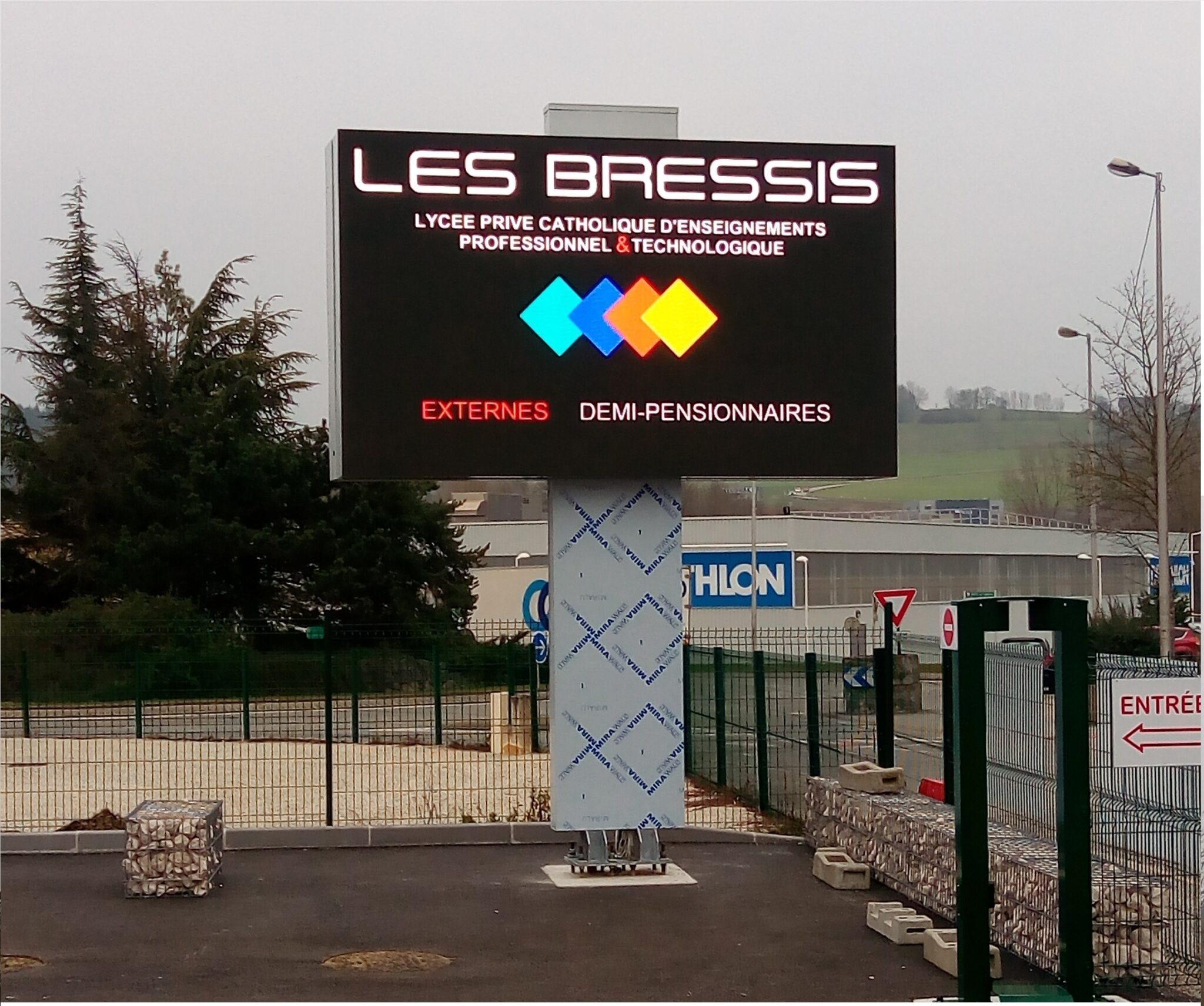 Shenzhen Multimédia® installe 16 m2 d'écran géant LED à Grand Epagny (74)