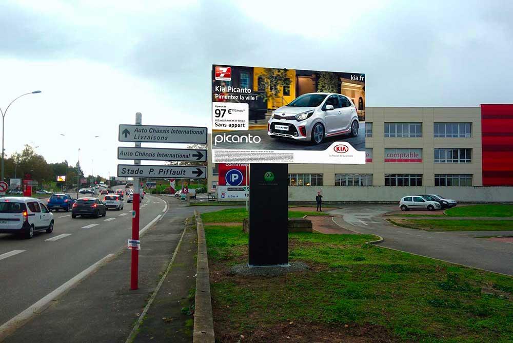 France - Implantation du premier écran géant pour la régie publicitaire BESMILEY